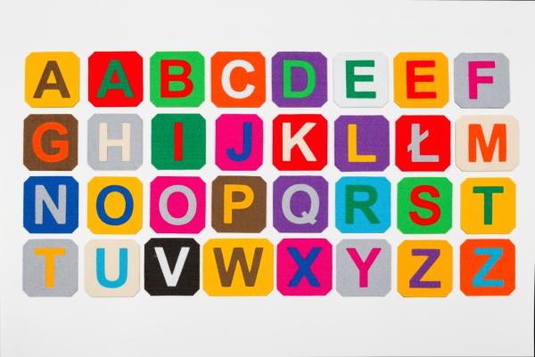 Alfabet magnetyczny z filcem DUŻE LITERY- kafelki